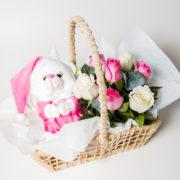 cesta maternidade ursinho de pijama e rosas 1